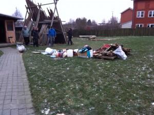 Alt fra depothytten var ude på plænen og blev sorteret!